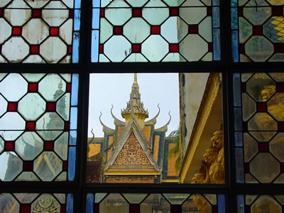 Phnom Penh Grand Palace (c) 2002 by John Goss